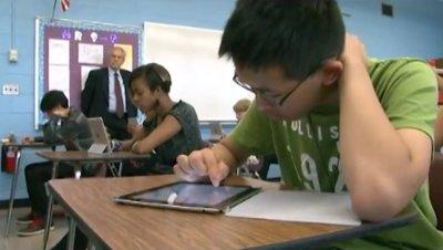 为了孩子的教育,大多数华人都选择定居好学区,图为爱迪生高中上课一景。(美国《世界日报》/刘亮吟 摄)