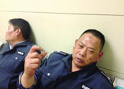 南京:一群男子闯进城管中队 见城管就乱棍围殴(图)