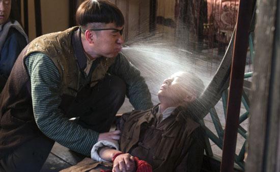 东靖川此次的夸张表演是剧中一大看点