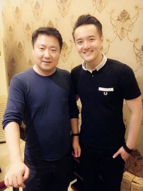 中国十大最帅总裁照片_初俊辰与博纳总裁于冬合影