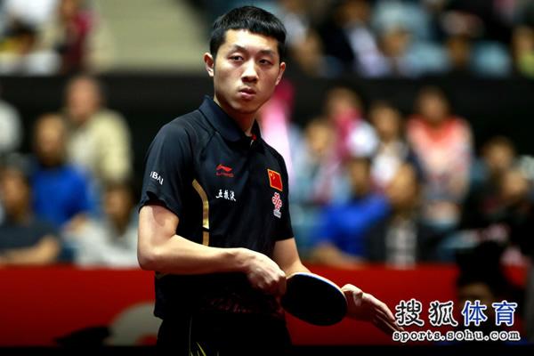 图文:中国男团3-0奥地利 许昕目光犀利