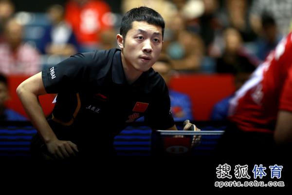 图文:中国男团3-0奥地利 许昕紧盯对手动作