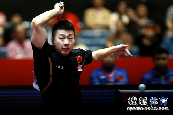 图文:中国男团3-0奥地利 马龙正手进攻