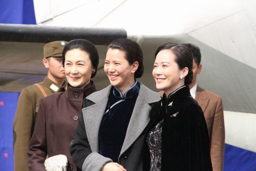 """在《东方战场》中,""""宋氏三姐妹""""宋蔼龄,宋庆龄,宋美龄分别由演员刘冬"""