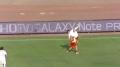 中超视频-杜威争抢高空球 腾空跃起仰面摔倒在地