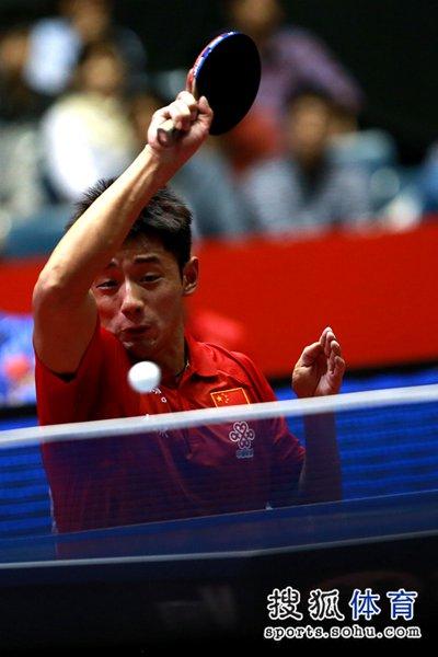 图文:[世乒赛]中国男团晋级四强 张继科弧旋球