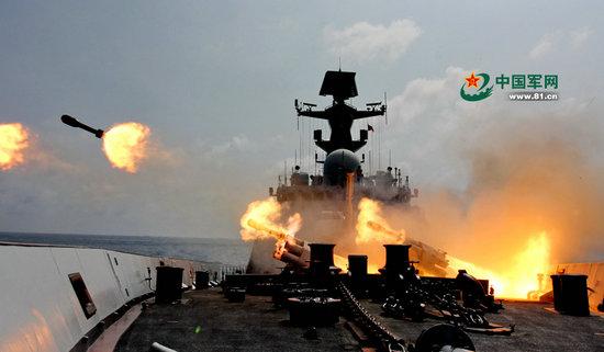 资料图:南海舰队驱逐舰支队复杂海域开展攻防训练。