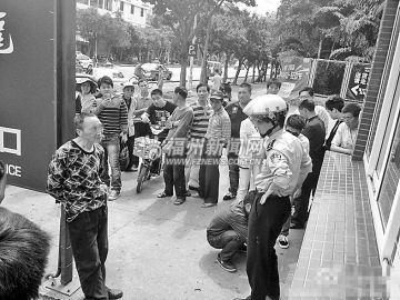 福州民警孤身制伏偷车贼 网友赞好样的(图) -