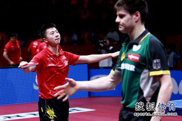 图文:[世乒赛]男团3-1德国 马龙享受胜利