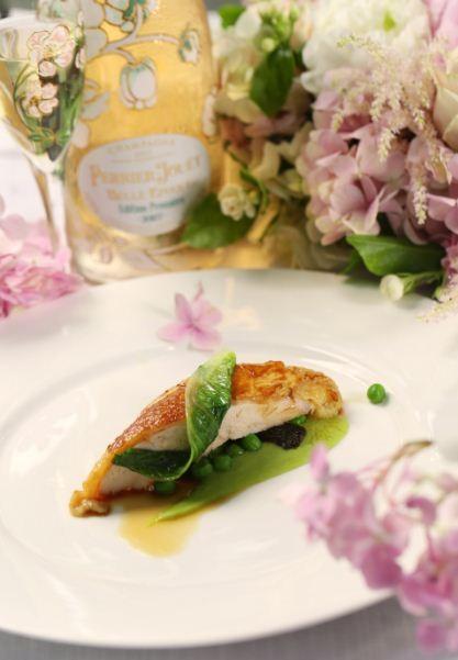 嫩烩珍珠鸡,春季豌豆,生菜,羊肚菌