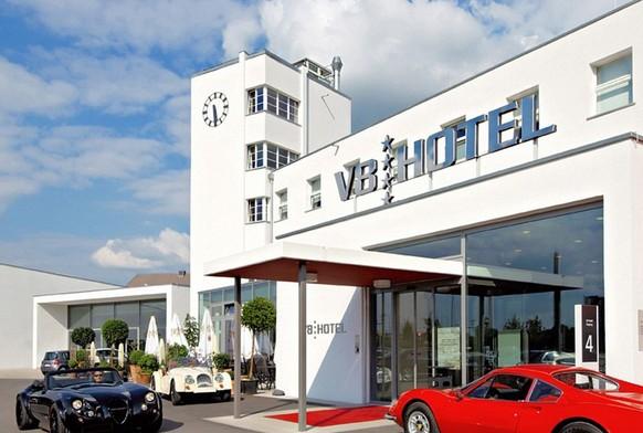 V8汽车主题酒店