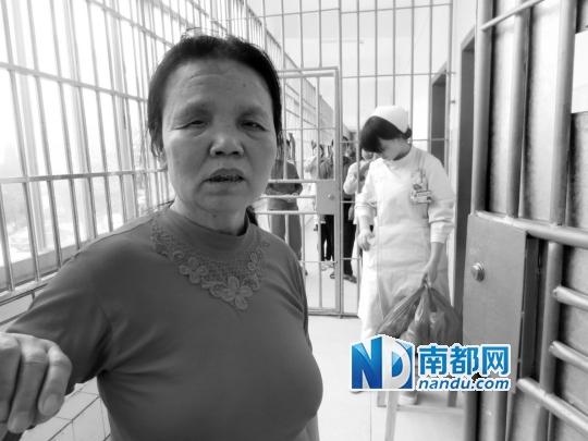 59岁的邓爱仔,已经被新余第二医院精神科收治6年。 本版摄影:占才强
