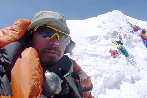 龙岗区登山运动协会副会长刘永忠登顶海拔8463米马卡鲁峰