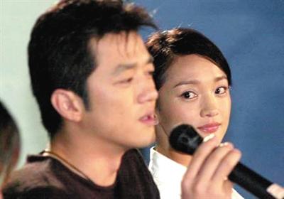 2002年李亚鹏(演员)冰球为什么喜欢用酒吧图片
