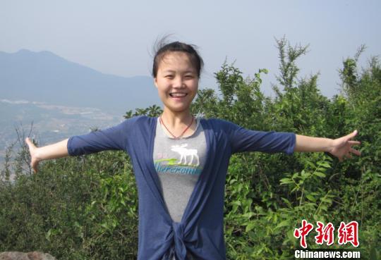 李倩 李倩晒/图为该校学生李倩晒的笑脸照片。由李倩本人供图。