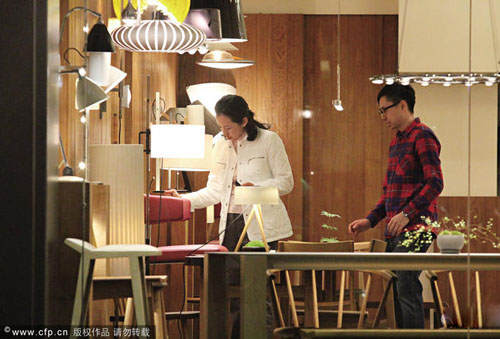 朱玲玲为儿子买家具