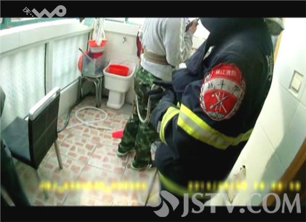 镇江:危机跳楼闹吵架消防v危机化组图图片的中女生雪在(夫妻)-中图片