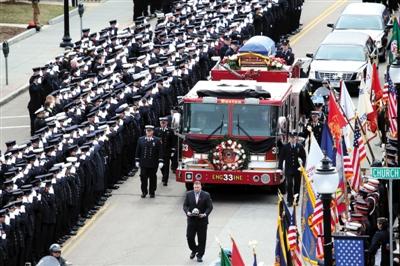 美国消防员何以让民众崇拜?