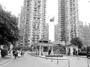虽然物业公司已经撤出,但南京市浦口区明发滨江新城三期南片小区环境还比较整洁