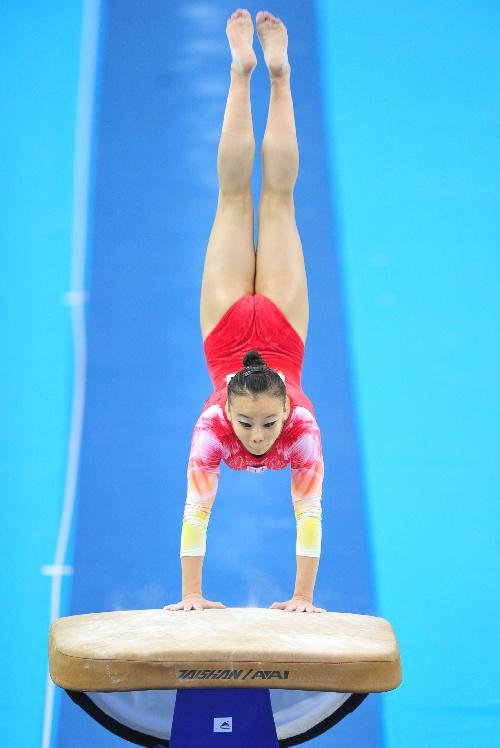 图文:体操全锦赛女子跳马 李懿薇在比赛中_行业中国电商社区