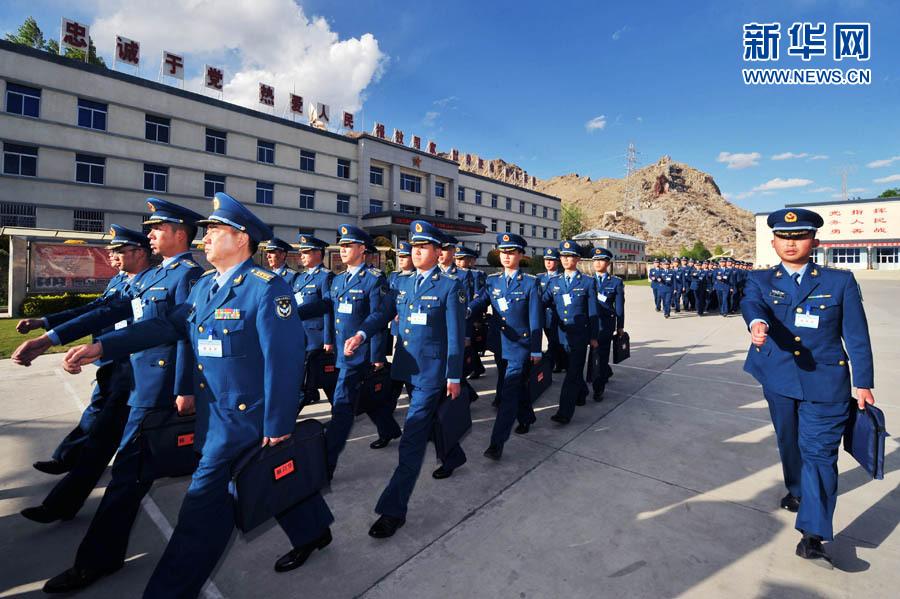 新兵老兵齐步走――成都军区空军