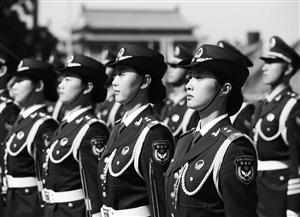 5月12日,我军首批三军女子仪仗兵亮相外交礼仪,接受中外领导人检阅 新华社发