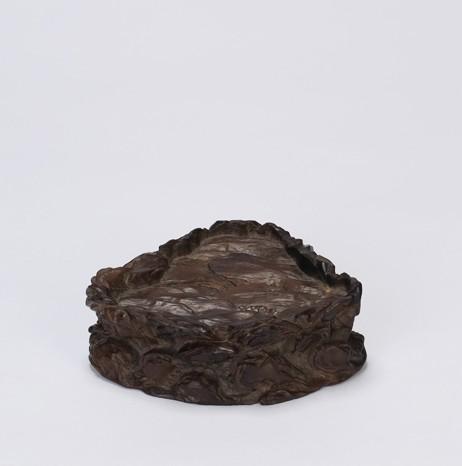 清中期 紫檀一木整挖浮雕随形玉山子座 14.2*10.7*4.5cm-择美栖心 供图片