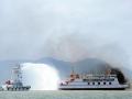 中国海警船在西沙对越南船只喷水执法
