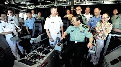 房峰辉访问美国圣迭戈海军基地,登上LCS-4科罗拉多号近海战舰进行参观
