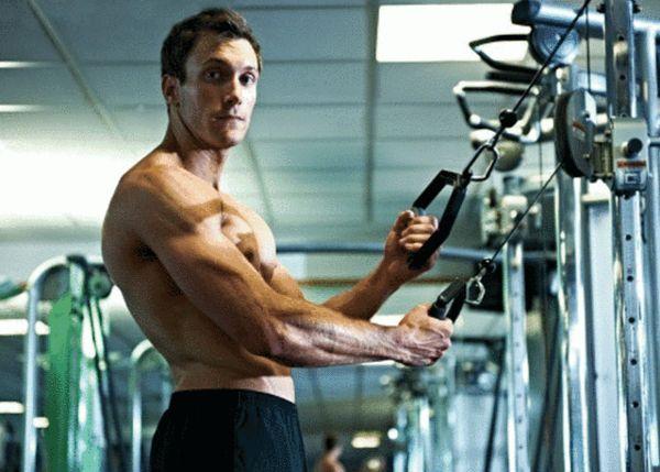 健身房锻炼的正确顺序 训练前伸展运动必不可少