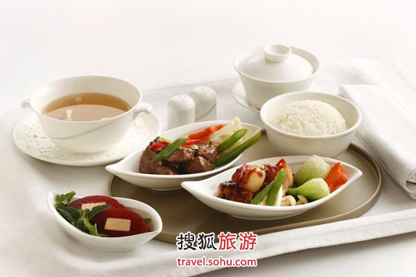 """中国大饭店夏宫餐厅所呈现的""""鹅肝番茄冻""""及""""黑椒牛柳粒"""""""