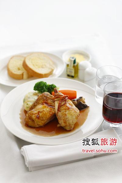 """北京瑜舍酒店Sureño餐厅之招牌菜式""""虫草花野菌烩嫩鸡肉伴菲诺酒汁"""""""