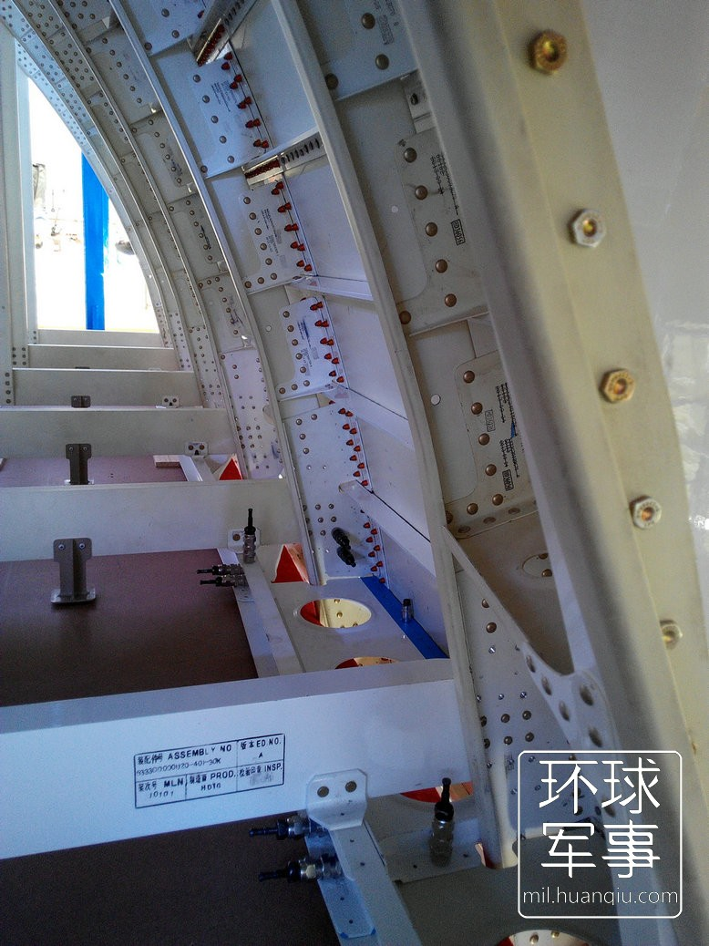 c919大型客机_国产大飞机C919前机身部段下线(高清组图)-搜狐滚动