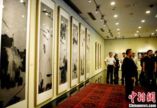 5月15日,平正简易—杨福音中国画展在北京画院美术馆举办,展出著名画家杨福音新近创作的山水、人物、花鸟作品共91幅。中新社发 张勤 摄