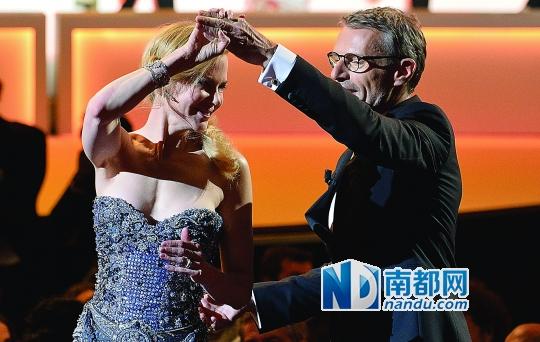 妮可·基德曼在开幕式上起舞。
