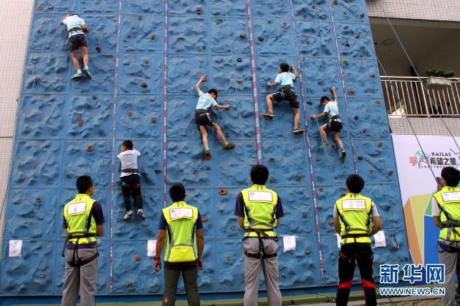 教育初中滚动_搜狐资讯5月17日,小学生新闻攀岩进行活动比赛.维语正在语文教案图片