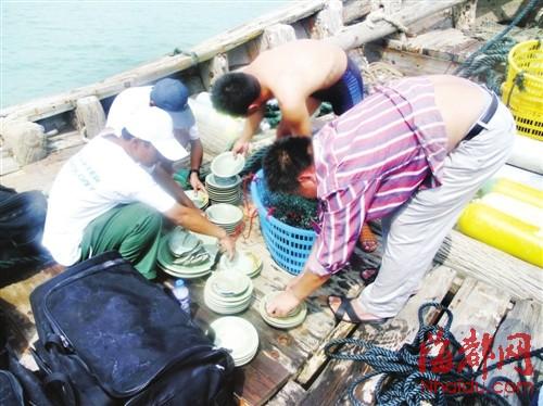 平潭海域水下考古队作业,捞上来的基本上都是瓷器