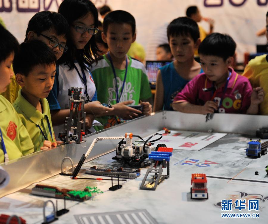 广西举办青少年机器人大赛 组图