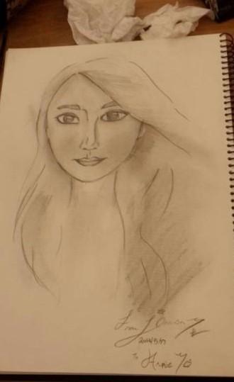 伊能静儿子为妈妈画的素描肖像.-伊能静儿子为妈妈画素描 母子情深图片