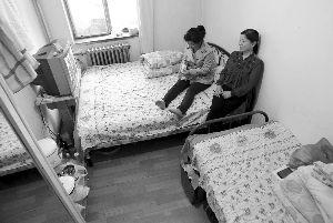 六七平方米的小房间就是柏翠云在北京的家