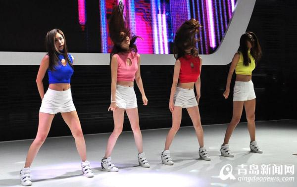 韩国美女模特车展爆红