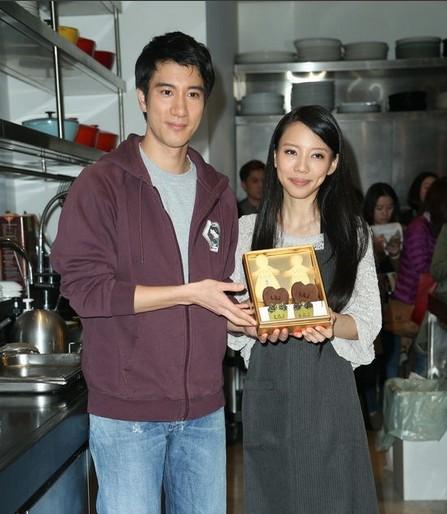 王小名和舅妈小姨做爱_王力宏生日宴迟到 李靓蕾怀孕五个月孩子小名叫王一(组图)