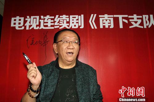 著名表演艺术家侯耀华亮相红毯