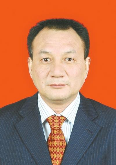 董良鸿,男,汉族,1966年6月出生,湖北天门人,大学本科学历,获工学学士学位。1986年6月入党,1988年7月参加工作,现任中共滑县县委书记。