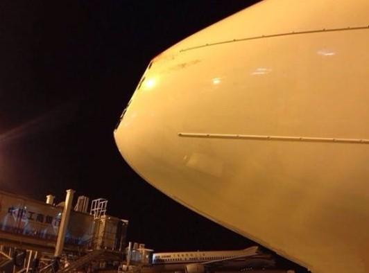 海航飞机被鸟撞凹降落合肥 上海急调维修航材更换