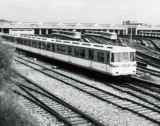 1973年4月23日,北京地铁一期工程运营线路的运营区段从原来的北京站至古城路站延长至苹果园站。图片来源:北京地铁官方微博