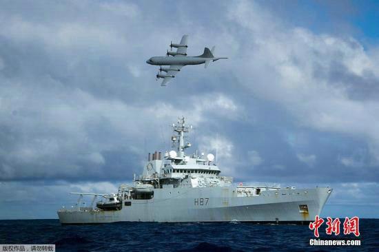 资料图:澳大利亚珀斯,各国继续执行MH370搜寻任务。当日共有9架军用飞机,2架民用飞机和11艘船只协助搜寻MH370。