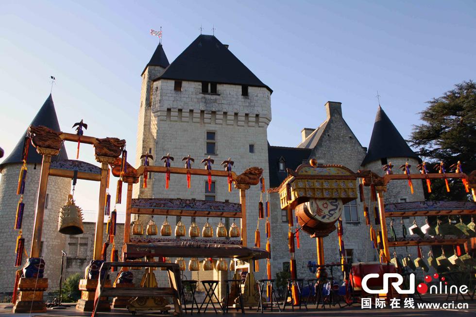 在法国中世纪城堡庭院中再现了中国古代祭天的盛大图片