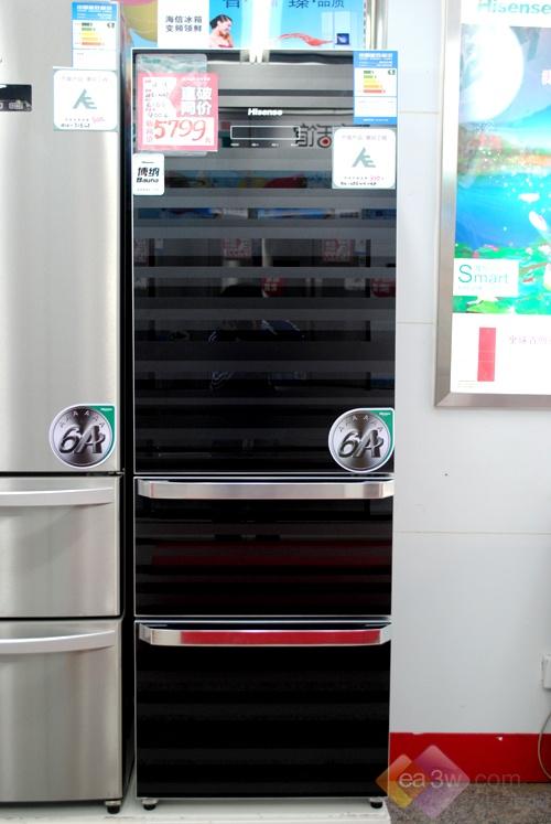 这款海信BCD-286WGVBP冰箱,采用了黑色经典外观设计,独特的磨砂暗条纹,工艺精湛,时尚考究,搭配整体家居环境,美轮美奂。