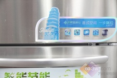 冰箱内冷气循环流动,制冷速冻更快,箱内温度更均匀,解决了常规冰箱结霜的现象,极大限度保持食物的营养不流失。